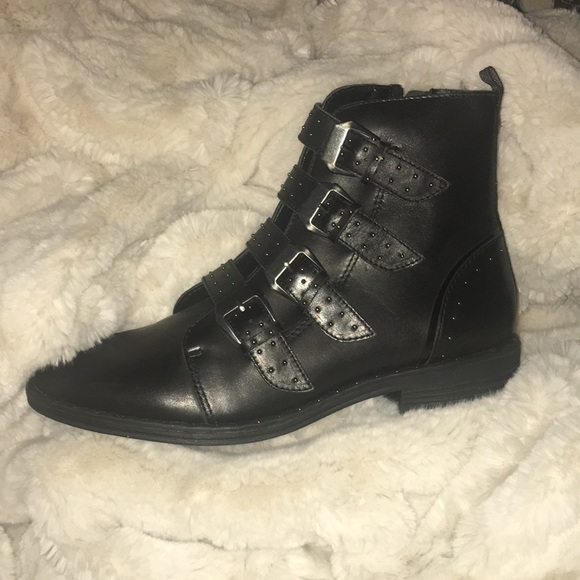 e7c04dfed36 Steve Madden Pursue buckle booties. M 5a75fafb8af1c5f2bb0cceac